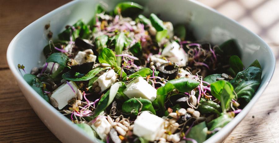 Gezonde salades voor bij de lunch